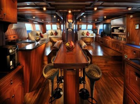 Palau Siren, Saloon,
