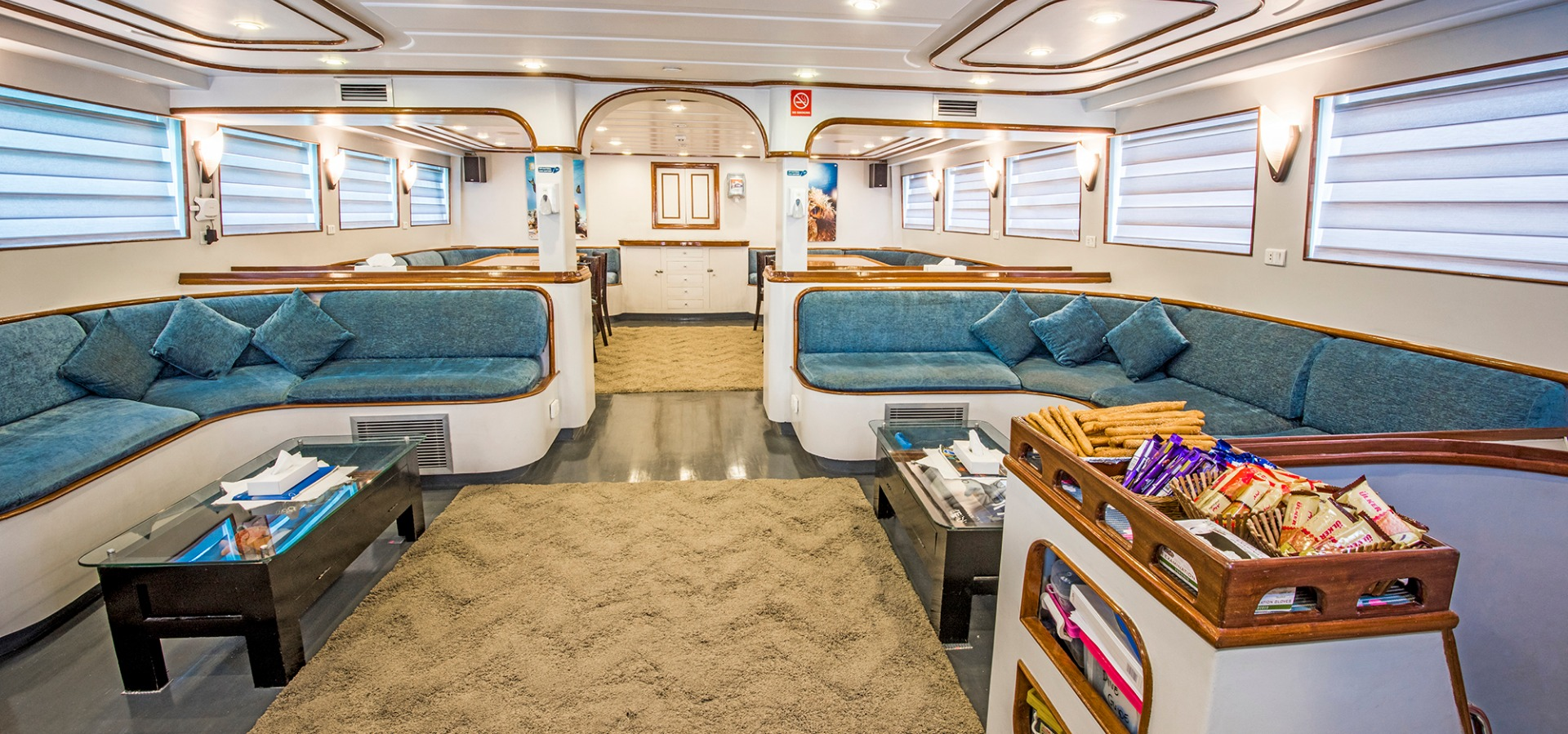 M/Y Red Sea Adventurer saloon and lounge area