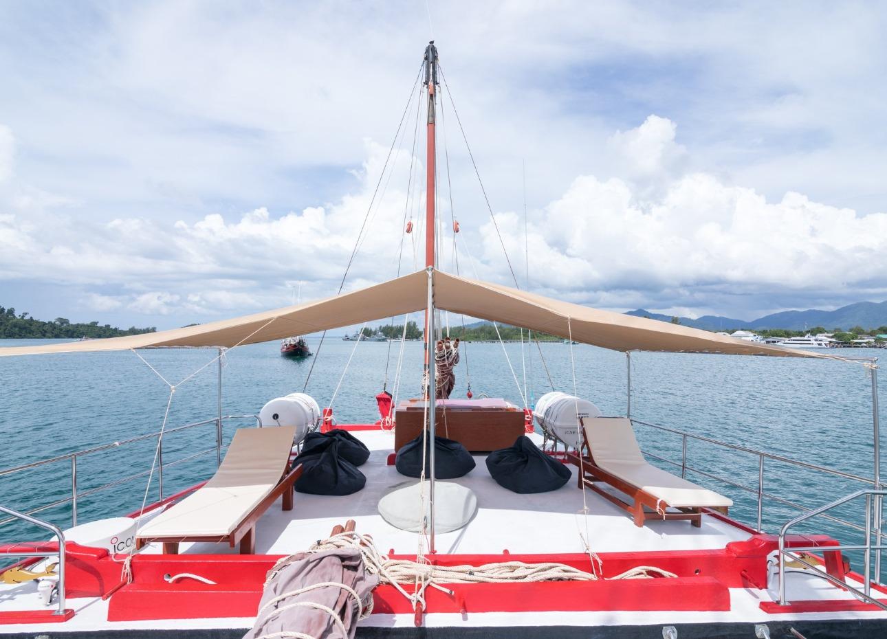 Covered upper deck